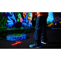 Bekijk de deal van Groupon: Glow-in-the-dark minigolf