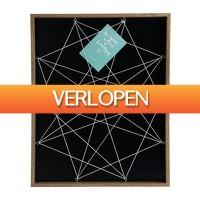 Xenos.nl: Wandframe met elastiek