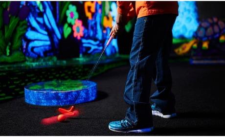 Groupon: Glow-in-the-dark minigolf