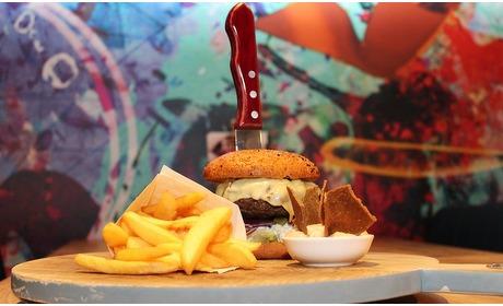 Groupon: Burger met cocktail in Assen