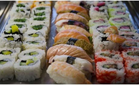 Groupon: Onbeperkt sushi/wok Houten (2 p.)