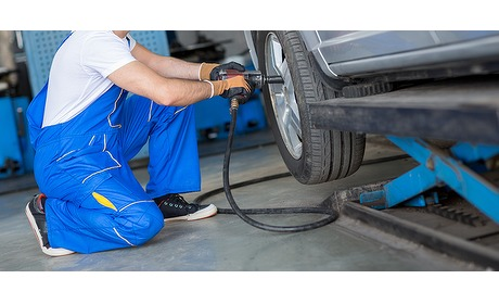 Wowdeal: APK, uitlijnen of bandenwissel bij Garage Op de Kamp