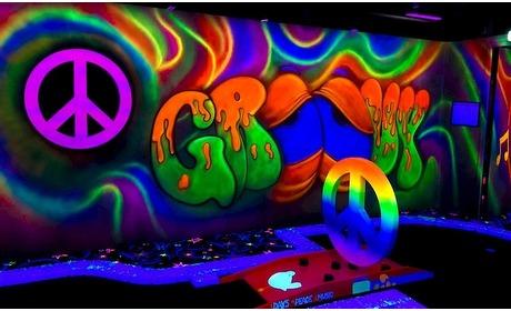 Groupon: Glow-in-the-dark minigolf (2 p.)
