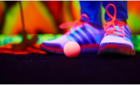 Groupon: Huizen: glow-in-the-dark minigolf